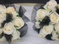 black_and_cream_bouquets_303144E4-1EC9-DFB6-0973720C843E7BEE