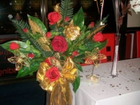 gold_and_red_pedestal