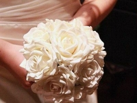bouquet_and_bride